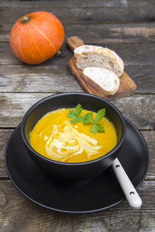 Pumpkin soup in bowl - SARF002375