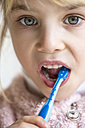 Little girl brushing her milk teeth, close-up - JFEF000766