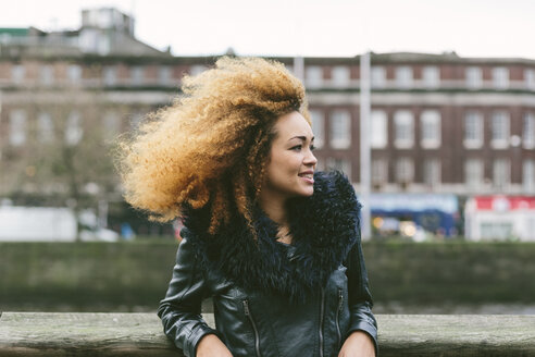 Ireland, Dublin, smiling woman with afro - BOYF000030