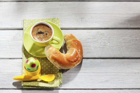 Breakfast with coloured Easter egg, cup of coffee and pastry - CSF026885