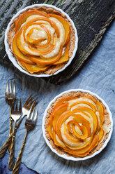 Two almond pies with kaki slices - SBDF002502