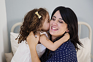 Daughter kissing mother on the cheek - LITF000120