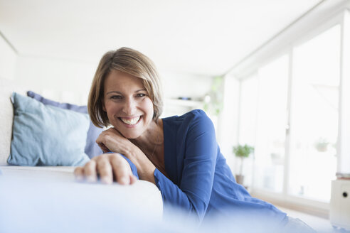 Portrait of happy woman at home - RBF003595