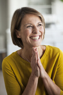 Portrait of happy woman - RBF003604