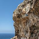 Malta, Ghar Lapsi, McCarthey's Cave, rock climber - ALRF000260