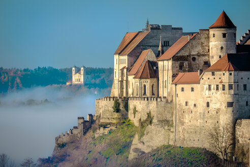 Burghausen, Castle, morning fog - HAMF000117