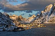 Norway, Lofoten, town of Reine at sunrise - LOMF000124