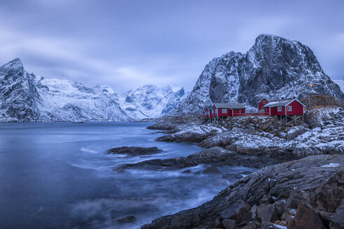 Norway, Lofoten, Hamnoy Island, Fishing huts at sunrise - LOMF000127