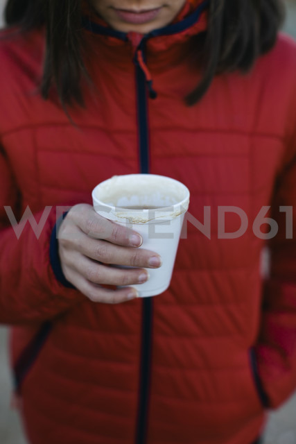 Woman holding cup with hot beverage - EBSF001175 - Bonninstudio/Westend61