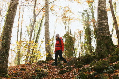 Spain, Catalunya, Girona, female hiker walking in the woods - EBSF001196