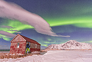 Norway, Lofoten, Red hut under the Aurora - LOMF000142