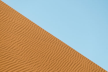 Namibia, Namib Desert, Sossusvlei, dune and blue sky - GEMF000547