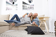 Couple having fun on the couch at home - MAEF011086