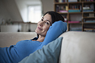 Smiling relaxed woman at home - RBF003662