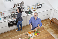Mature couple preparing vegetables in kitchen - RBF003734