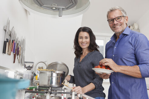 Mature couple cooking in kitchen - RBF003740