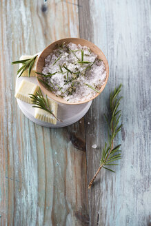 Bath salt and bathpralines with herbs, rosemary, eucalyptus and pine, bowl - MYF001288