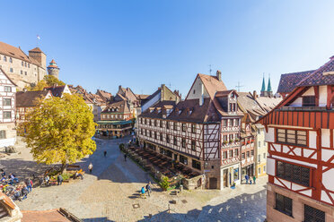 Germany, Bavaria, Nuremberg, Old town, Albrecht-Duerer-Haus right, Nuremberg Castle and Tiergaertnertorplatz - WDF003491