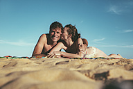 Brazil, Bahia, couple in love lying on the beach - MFF002565