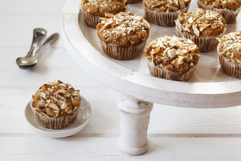 Whole meal apple muffins with almond slices - EVGF002572
