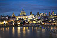 United Kingdom, England, London, St Paul's Cathedral und Millennium Bridge - KEBF000314