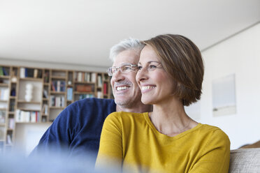 Smiling couple in the living room - RBF003761