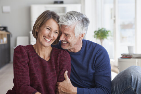 Laughing couple at home - RBF003779