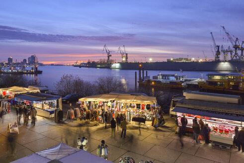 Germany, Hamburg, Elbe River, fish market in the morning - RJ000556