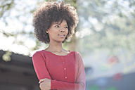 Portrait of young black woman smiling - ZEF007783
