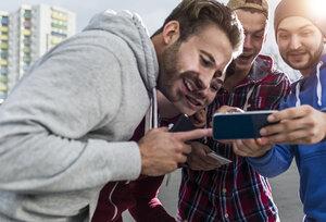 Young men with smartphone - UUF006297