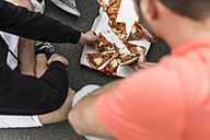 Young men eating pizza - UUF006306