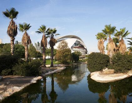 Spain, Valencia, Ciudad de las Artes y de las Ciencias, view to Jardin del Turia - WW003882