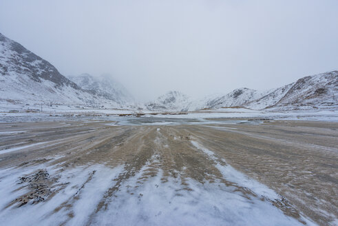 Norway, Lofoten, landscape in winter - LOMF000168