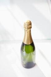 Champagne bottle on white ground - RHF001212