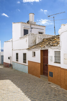 Spain, Andalusia, Cadiz, Olvera, typical alley and houses - KIJF000074