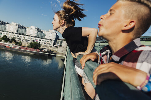 Austria, Vienna, two teenagers spitting from a bridge - AIF000143