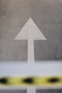 Directional arrow on a lane - MAUF000219