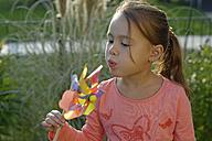 Portrait of little girl with pinwheel - LBF001337