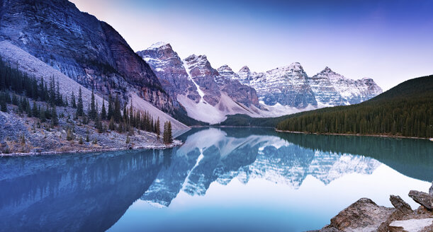 Canada, Alberta, Glacial, Moraine Lake, Banff National Park - SMAF000410