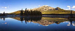 Canada, Alberta, Pyramid Lake, Pyramid Mountain, Jasper National Park - SMAF000413