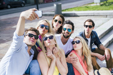 Happy friends wearing sunglasses taking a selfie outdoors - DAWF000460