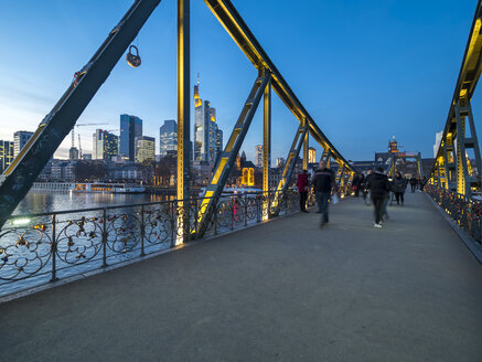 Germany, Hesse, Frankfurt, Financial district, Eiserner Steg bridge - AM004631