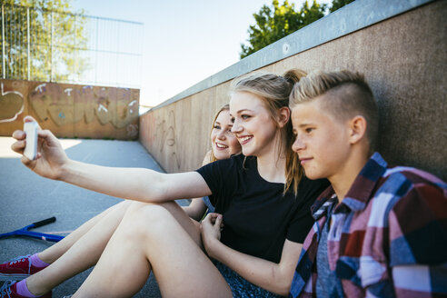 Three teenagers outdoors taking a selfie - AIF000172