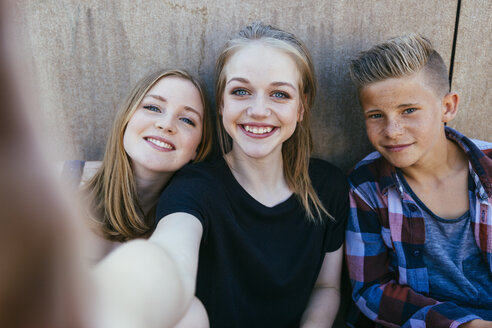 Three teenagers outdoors posing for a selfie - AIF000178