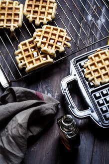 Belgian waffles with maple sirup - SBDF002623