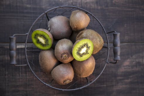Kiwis in wire basket - SARF002428