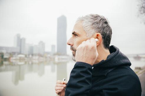 Austria, Vienna, man with earphones on Danube Island - AIF000204