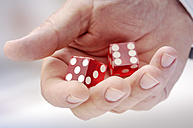 Hand with red dices - GUFF000193