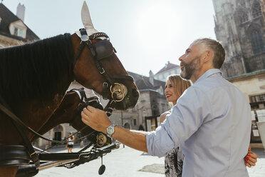 Austria, Vienna, couple at Stephansplatz - AIF000264