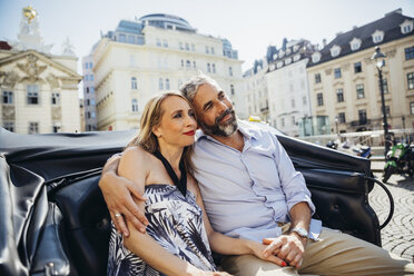 Austria, Vienna, couple in love on sightseeing tour in a fiaker - AIF000273